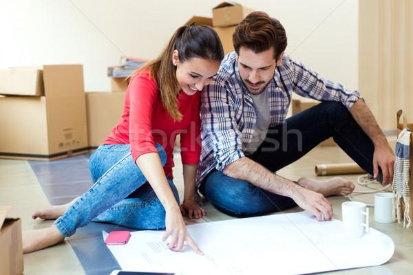 Bakıyor planları yeni ev portre kadın Stok fotoğraf © nenetus