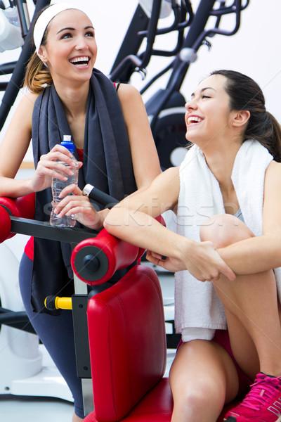 Mulheres relaxante ginásio exercer feliz Foto stock © nenetus