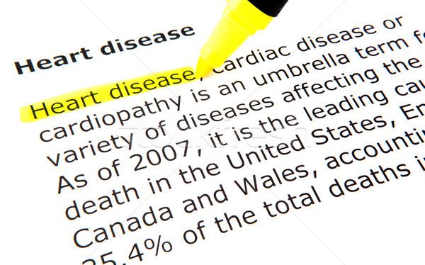 Malattie cardiache cuore pen documento giallo macro Foto d'archivio © nenovbrothers