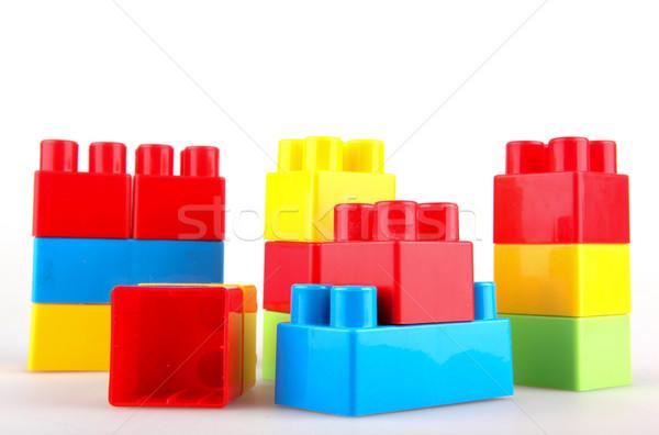 Plastic Blocuri de constructii alb fundal cutie verde Imagine de stoc © nenovbrothers
