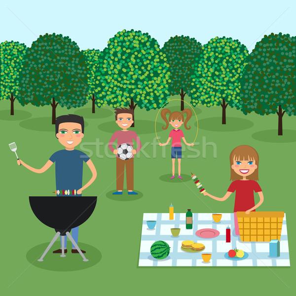 Famiglia felice picnic campagna famiglia estate viaggio Foto d'archivio © Neokryuger