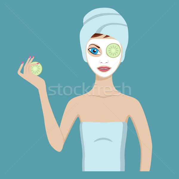 Cute dziewczyna kosmetycznych maska opakowanie ogórki Zdjęcia stock © Neokryuger