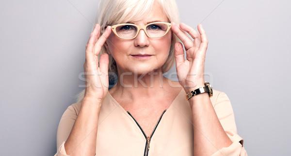 Foto d'archivio: Ritratto · senior · donna · indossare