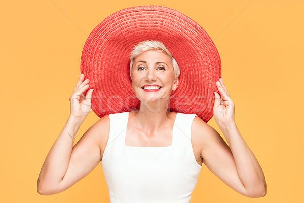 Mitte Alter lächelnde Frau rot Sommer hat Stock foto © NeonShot