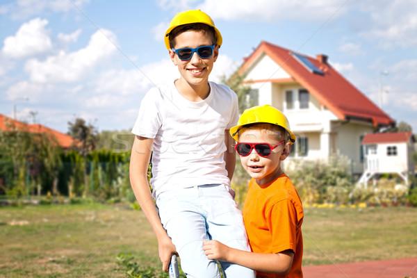 Сток-фото: мало · строительство · рабочие · два · молодые · мальчики