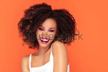 Afro-amerikaanse meisje poseren studio aantrekkelijk jonge Stockfoto © NeonShot