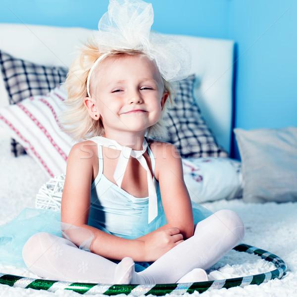 Cute mały dziewczyna dość posiedzenia Zdjęcia stock © NeonShot
