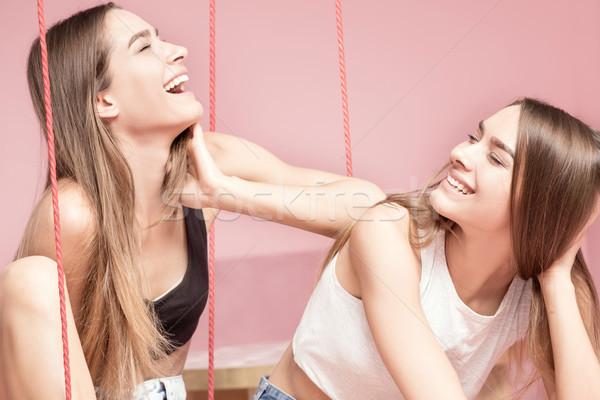 Belle soeurs souriant ensemble heureux Photo stock © NeonShot