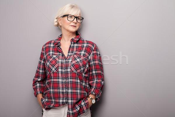 Senior vrouw toevallig kleding modieus grijs haar Stockfoto © NeonShot