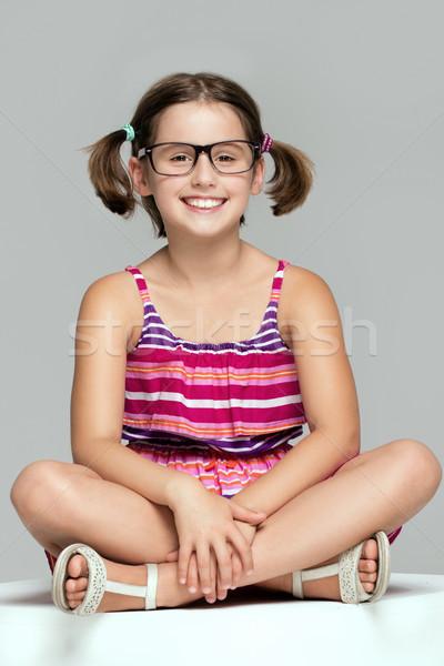 Jong meisje poseren modieus jurk jonge mooi meisje Stockfoto © NeonShot