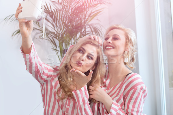 женщины Лучшие друзья время вместе счастливым друзей Сток-фото © NeonShot