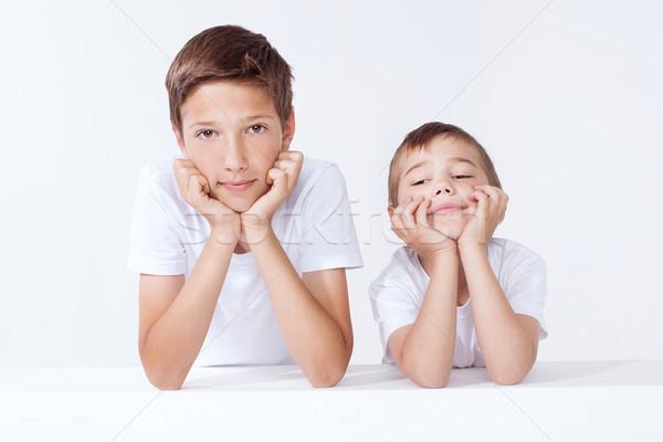 Családi portré kettő fiútestvérek pózol néz kamera Stock fotó © NeonShot