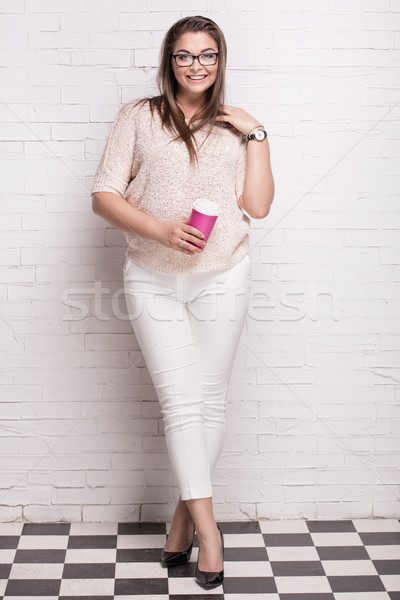 Glimlachend plus size vrouwelijke model mooie poseren Stockfoto © NeonShot