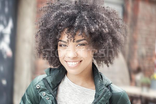 Mutlu kız genç gülümseyen bakıyor Stok fotoğraf © NeonShot