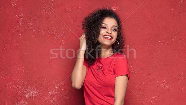 Alla moda giovani sorridere ragazza posa african american Foto d'archivio © NeonShot