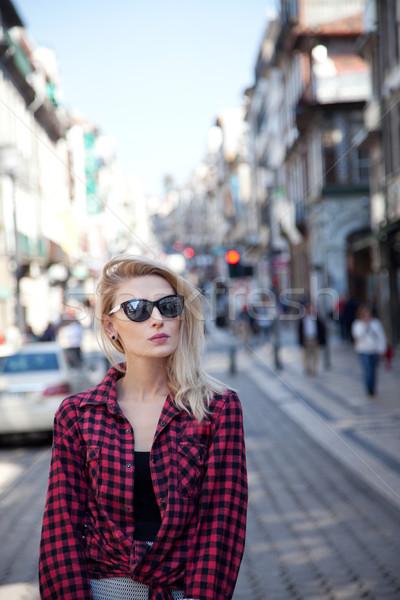 Menina posando belo mulher loira caminhada Foto stock © NeonShot