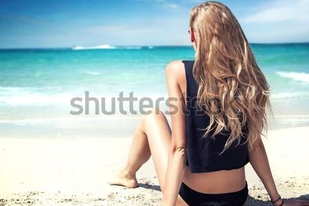 Fille plage détente jeunes femme blonde Photo stock © NeonShot
