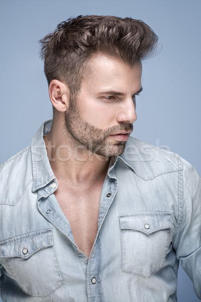 Photo stock: Bel · homme · posant · studio · jeans · shirt · mode