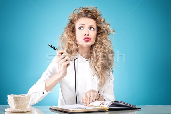 Femme d'affaires travaux photo séduisant bureau Photo stock © NeonShot