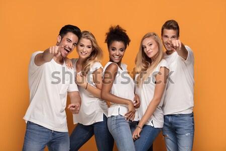 Csoportkép bulizás együtt csoport gyönyörű fiatalok Stock fotó © NeonShot