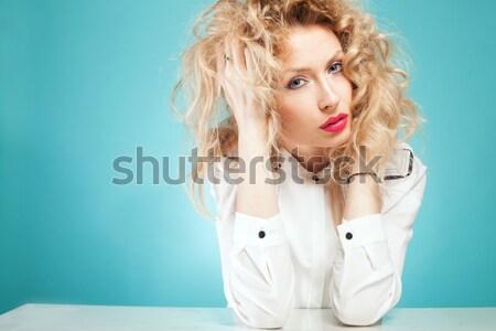 Nina cama posando hermosa mujer sexy Foto stock © NeonShot