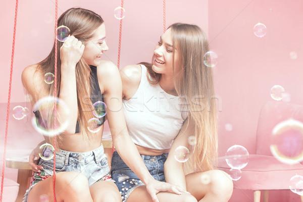 Bella sorelle sorridere insieme felice Foto d'archivio © NeonShot