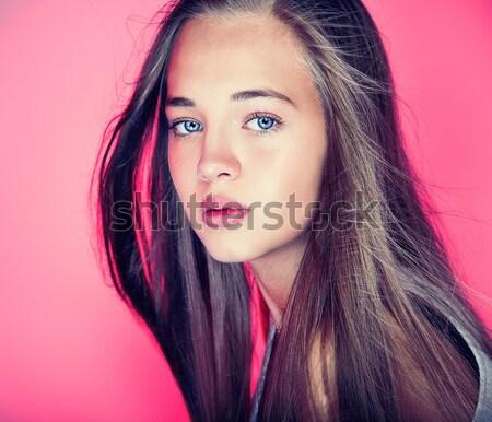 Modieus jong meisje poseren mode foto jonge Stockfoto © NeonShot
