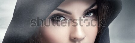 Barna szemek néz kamera közelkép szépség portré Stock fotó © NeonShot