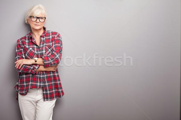 ストックフォト: シニア · 女性 · カジュアル · 服 · ファッショナブル · 白髪