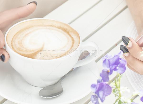 Stock fotó: Csésze · kávé · fa · asztal · lány · tart · cappucchino