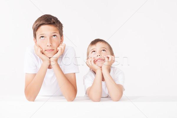 Retrato de família dois irmãos posando estúdio cara Foto stock © NeonShot