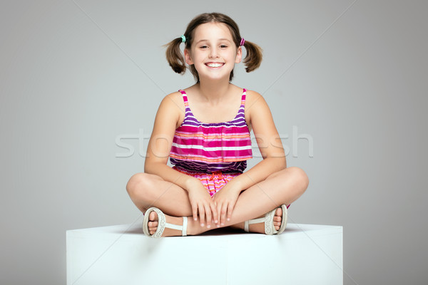 Junge Mädchen posiert Mode Kleid jungen schöne Mädchen Stock foto © NeonShot