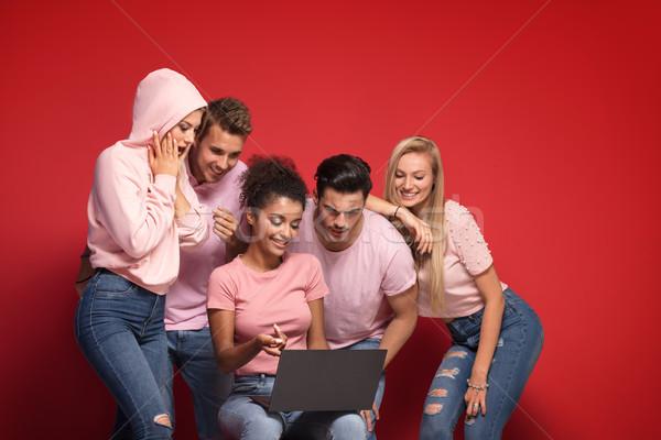Jonge creatieve mensen laptop geslaagd Stockfoto © NeonShot