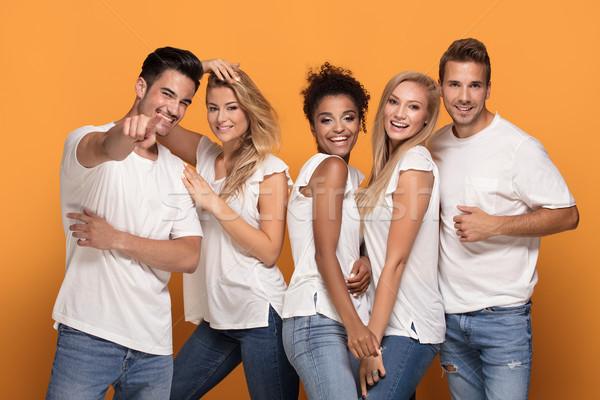 Grupo belo amigos posando juntos estúdio Foto stock © NeonShot