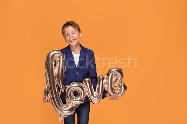 Pequeno elegante menino amor assinar posando Foto stock © NeonShot
