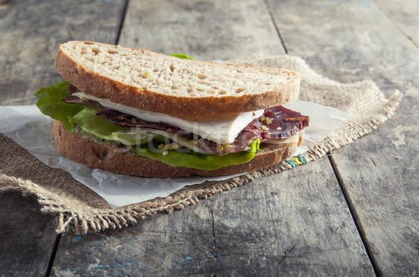 Sanduíche fumado carne velho mesa de madeira comida Foto stock © nessokv