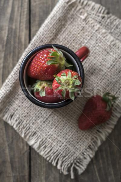 Vintage glazuur mok vers aardbeien zomer Stockfoto © nessokv