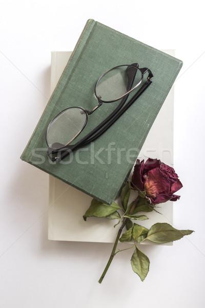 Okuma gözlükleri kitap çiçek gözlük Stok fotoğraf © nessokv