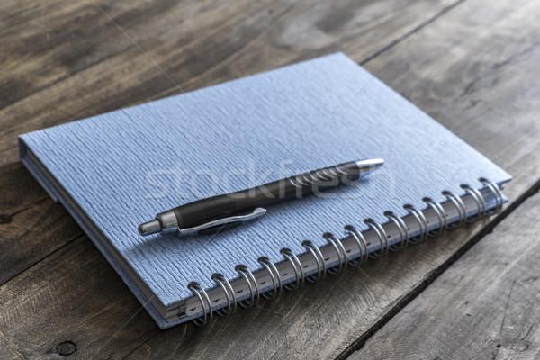 Portable stylo bleu table en bois papier Photo stock © nessokv