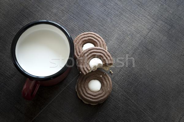 Bolinhos chocolate creme leite mesa de madeira projeto Foto stock © nessokv