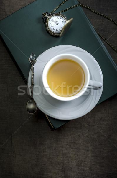 Copo chá livro mesa de madeira fundo inverno Foto stock © nessokv