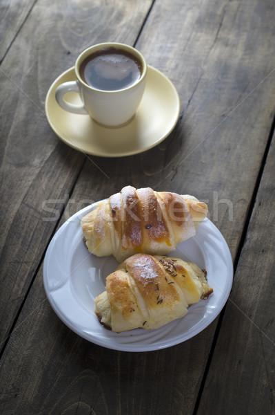 Café croissant déjeuner rustique table en bois haut Photo stock © nessokv