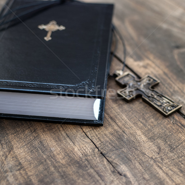 Hristiyan çapraz kolye İncil Stok fotoğraf © nessokv