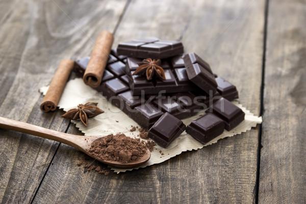 Törött csokoládé szelet fűszer fa asztal szelektív fókusz étel Stock fotó © nessokv