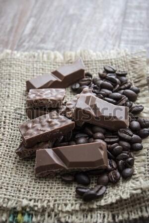 Stockfoto: Chocolade · bars · koffiebonen · houten · tafel · achtergrond