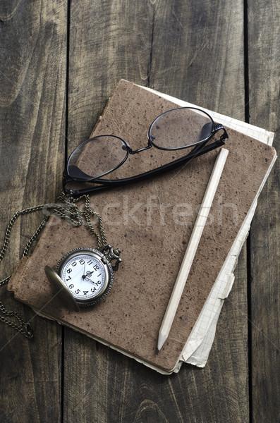 Orologio da tasca occhiali vecchio notebook tavola Foto d'archivio © nessokv
