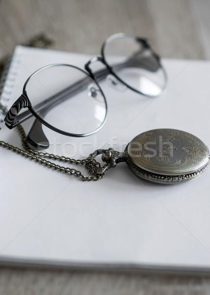 Velho relógio de bolso óculos tabela Foto stock © nessokv