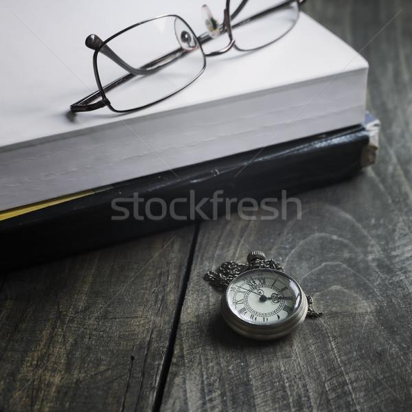Reloj de bolsillo gafas libros Foto stock © nessokv