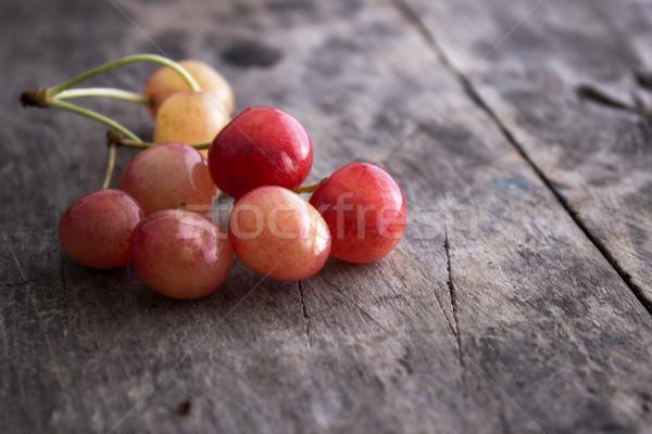 вишни старые деревянный стол продовольствие природы Сток-фото © nessokv