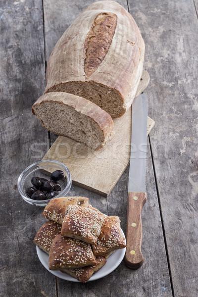 Házi készítésű kenyér olajbogyók asztal fekete olajbogyó Stock fotó © nessokv